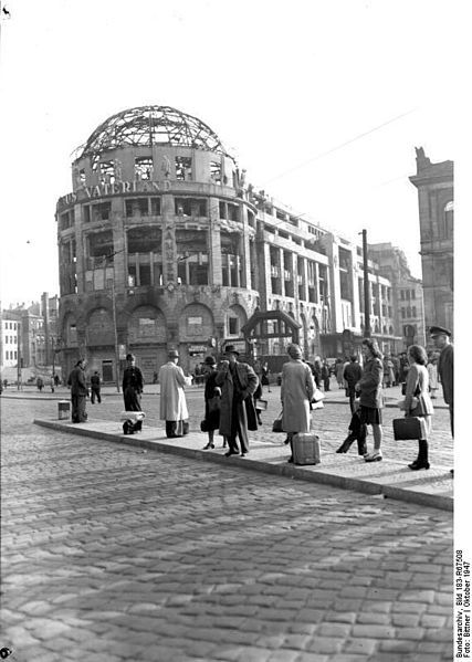 "Berlin, Potsdamer Platz, Ruine ""Haus Vaterland"", 1947    ADN-ZB/Bittner, Berlin Das im II. Weltkrieg zerstörte Restaurant ""Haus Vaterland"" am Potsdamer Platz (Westberlin)."
