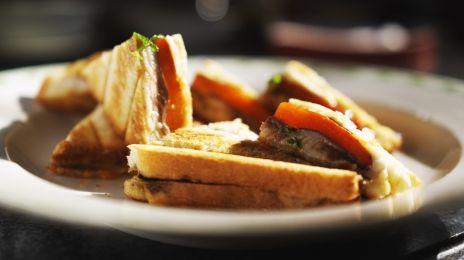 Eén - Dagelijkse kost - croque met sardines, paprika en mozzarella | Eén