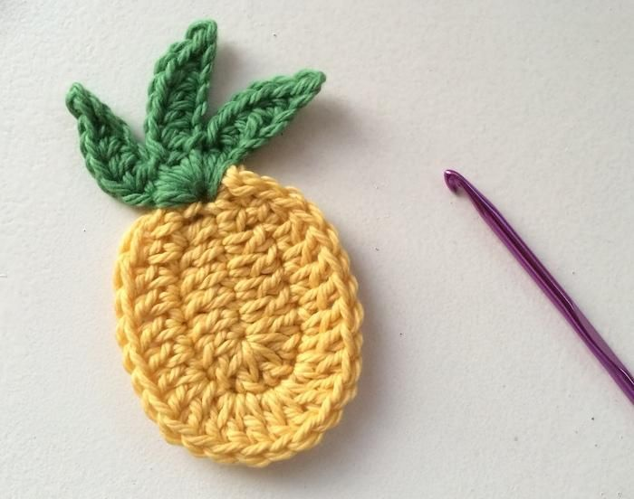 Crocheted pineapples would look so cute on a card~ free pattern
