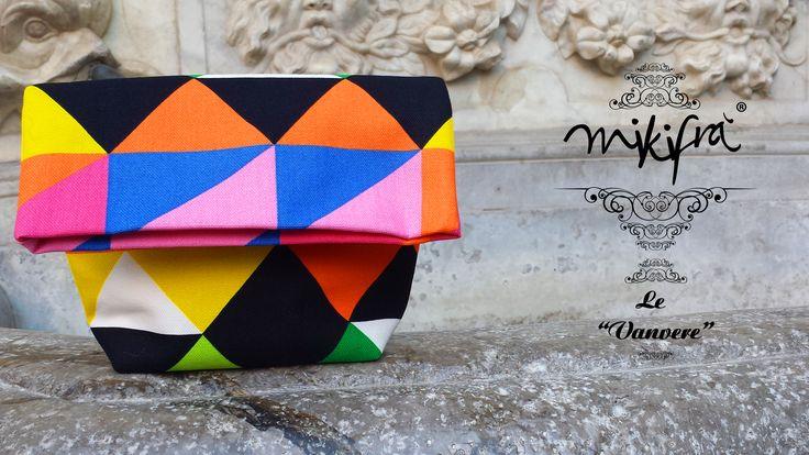 Pochette Felicia: Mini Bag in cotone colorato a fantasia triangolare.