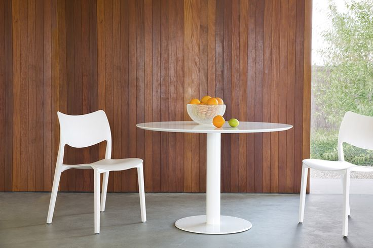 Enlighten your room with white STUA Zero table and Laclasica chairs. ZERO: www.stua.com/eng/coleccion/zero.html LACLASICA: www.stua.com/eng/coleccion/laclasica.html