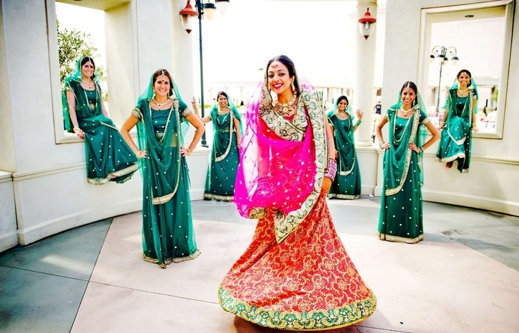 #BridesMaids #bridesmaidsdresses #Beautiful #Bollywood #Style #Indian #wedding #bride #marriage #shadi #india #Green #dulhan
