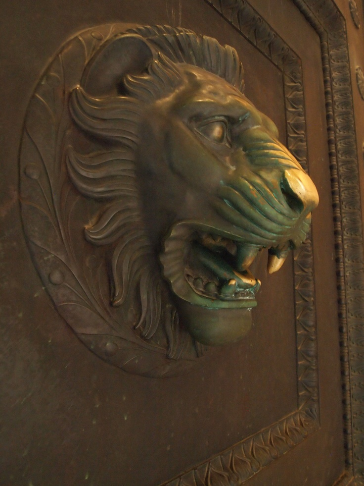 Bronze door at the Parthenon in Nashville, TN. This could very well be one of the lion figures i saw as a kid that started my love for lions. It's quite possible.