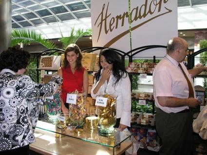 Ambiente del centro comercial durante el ii sal n del chocolate de madrid en moda shopping - Centro comercial moda shoping ...