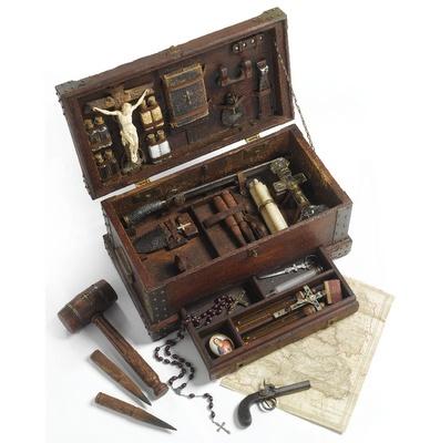 Vampire Fighting Kit. 19th century.Kill Kits, Vampires Hunting Kits, Vampirehunt Kits, Vampires Kill, Silver Bullets, Metals Crosses, Vampires Fight, Vampires Hunters, Hunters Kits