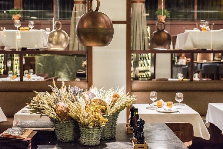 Restaurante Asador Rocacho Madrid. Padre Damian 38, Interiorismo de Estudio CUARTO INTERIOR #restaurant #retail #cuartointerior #interiorismo #gastronomia #asador #Madrid #lámparas #cobre #polspotten #stone