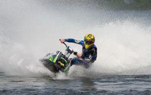 Просмотреть обои гидроцикл, водный мотоцикл, скорость, брызги