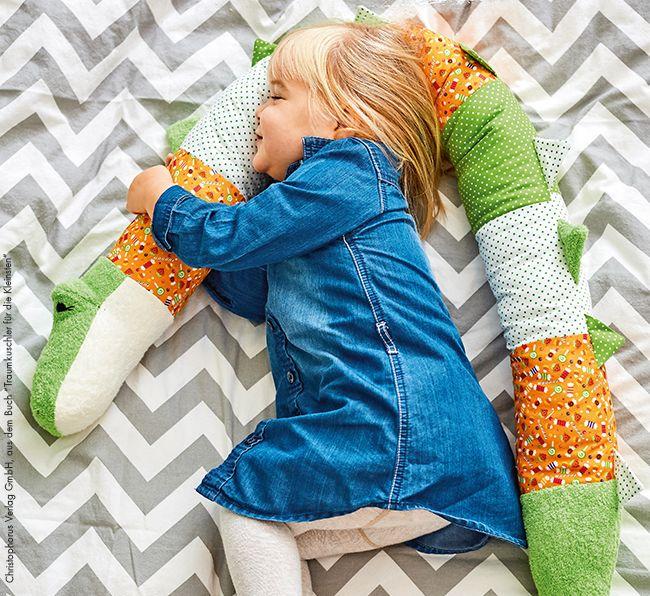 Eine kuschelige Kissenrolle ist ein wunderbares Geschenk für Babys und Kinder. …