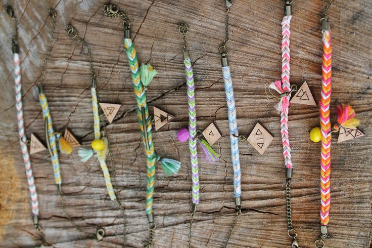 Akky - Alani - Bracelet Wood + Cotton Boho & Graphic Colorfull available in various color on Etsy - by Wild Cloud #boho #hippie #bracelet #wildcloud