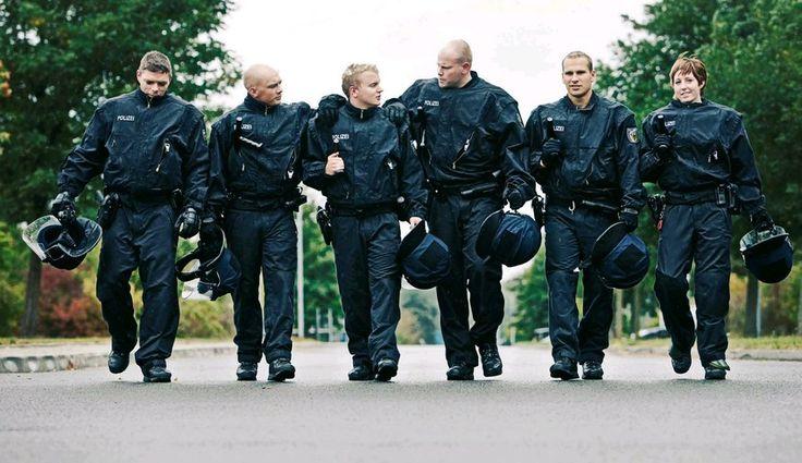 Im Jahr 2015 fielen Beamte der Bundespolizei durchschnittlich jeden zehnten Tag wegen Krankheit aus. Auch die Zahl der Suizide stieg drastisch an ...