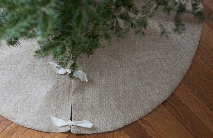 You can sew. We swear. Here's a beautiful burlap DIY Christmas tree skirt (destined to become a family heirloom) that's easy—even for a beginner with a dusty sewing machine in the closet.