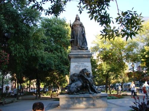 Statue of Queen Victoria in Gore Park