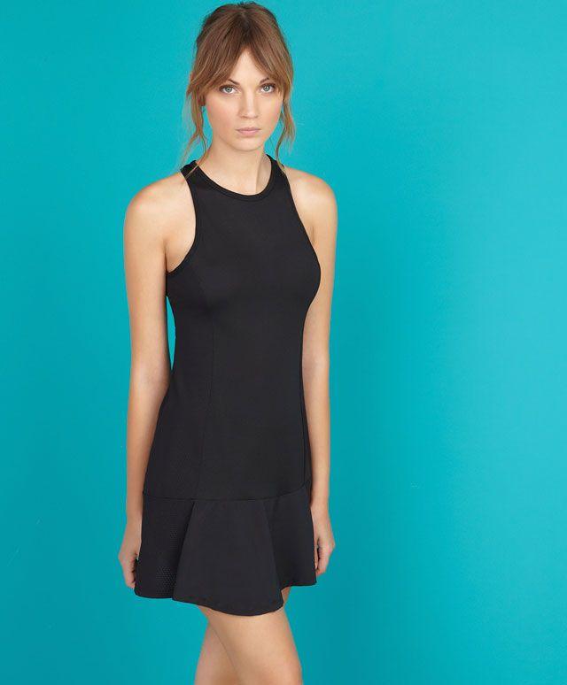 Φόρεμα Τένις Με Εσωτερικό Σορτς29.99 €  ΎΨ. ΜΟΝΤΈΛΟΥ 5.74 FT / 175 CM