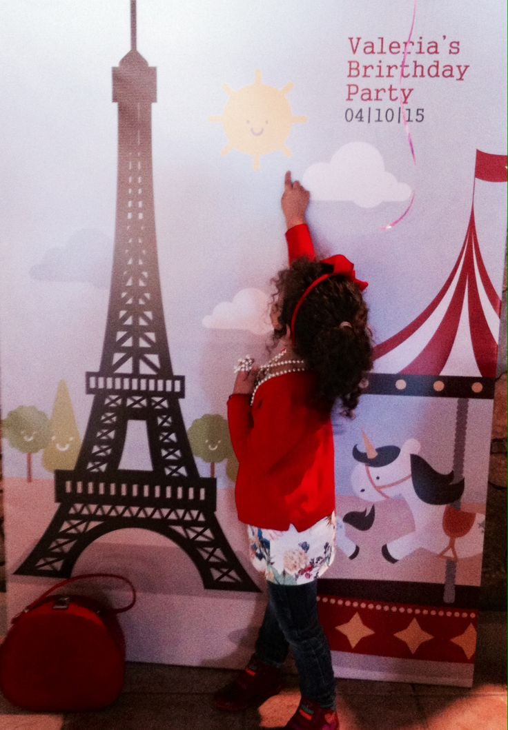 welcome to Paris | a photo by the Eifel tower is a must!