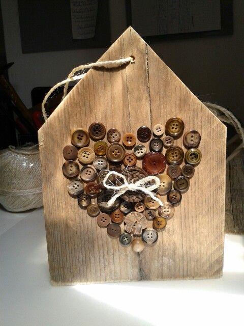 Idee van pinterest knopen hart op steigerhouten huisje