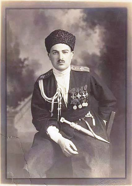 """Sayad bey Zeynalabidin oglu Zeynalov (August 30, 1886, Kazakh, Azerbaijan - 1942) - Uryadnik in 1915, Ensign in 1916, and then was promoted to Juncker. I World War, """"Dikaya division"""" of the Tatar-Azerbaijan regiment has served. Sayad bey, who returned to the motherland in 1917, the national army since 1918, the first Tatar-Azerbaijan regiment, and then served in the regiment of cavalry in the third shaky. Repression was sent into exile in 1937. In 1942, died in exile."""