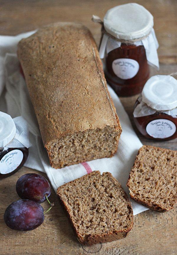 Chleb z musem śliwkowym na zakwasie
