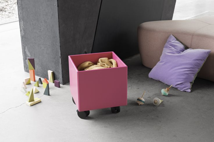 PLAY – storage box on castors.