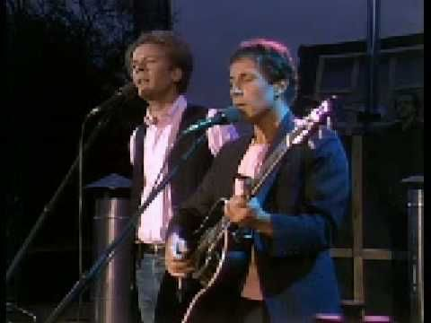 Simon & Garfunkel - Scarborough Fair - Their harmony is phenomenal