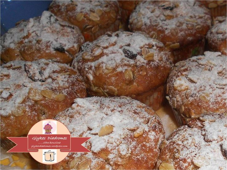 Apple cinamon cupcakes with icing sugar / glykesdiadromes.wordpress.com