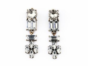 www.thehangoutb.com cristal white earings accessories