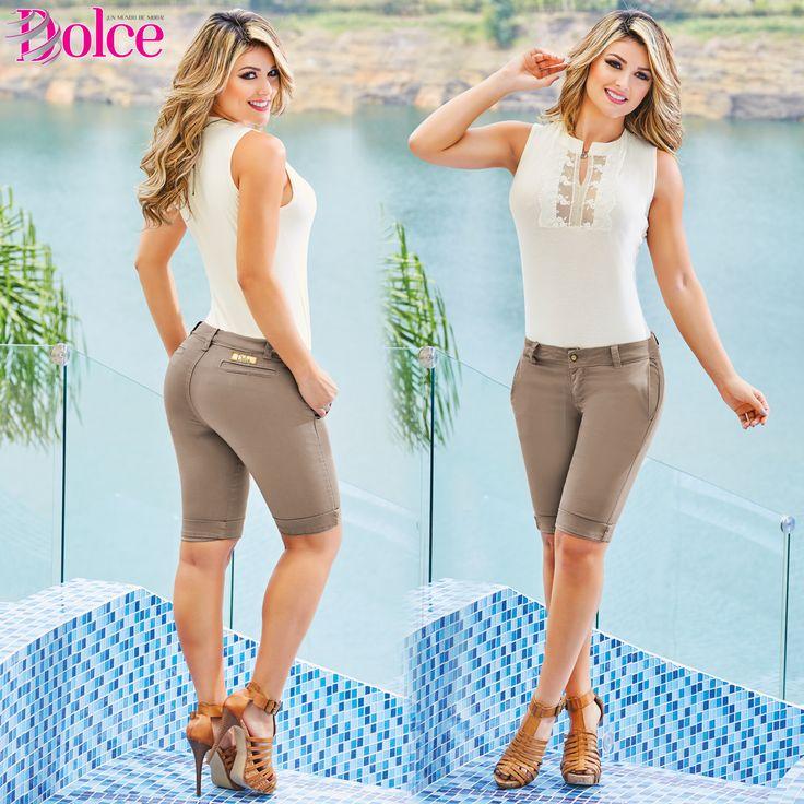 Un Look de #Blusa marfil y un #Pantalón Semi Corto una combinación de elegancia y frescura ideal para este día. #Modadolce #Moda  Encuentra más Looks en www.dolcecatalogo.com