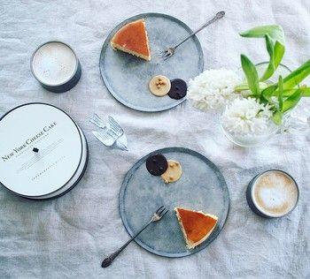 いかがでしたか?  どんな料理も引き立て、コーディネート上手な「グレー」の食器。もしかすると白の器よりも使い勝手がいいかもしれません。気軽に取り入れやすいアイテムなので、ぜひ記事を参考に食卓をイメージチェンジしてみてください♪