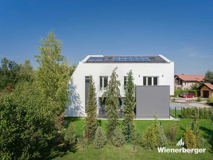 This single-family home was built in accordance with the principles of the Wienerberger e4 concept, which focuses on energy, economy, ecology and emotion. It combines clay blocks and the use of alternative energy sources to create a home that represents sustainable, high-quality, living with affordable construction and low maintenance costs.