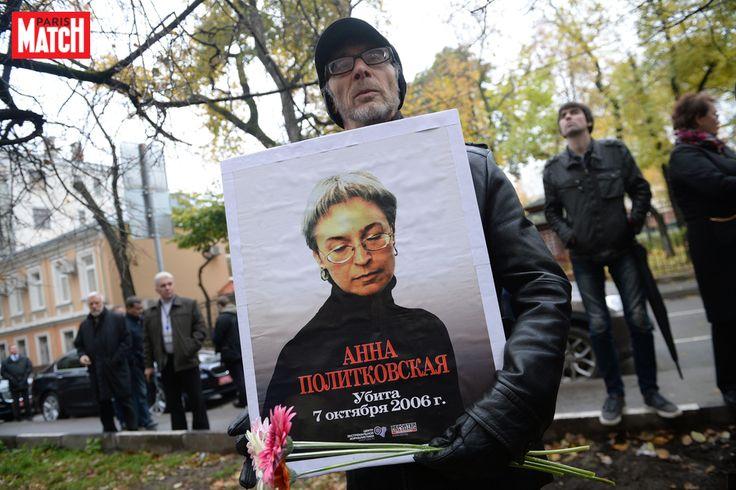 Cela fait dix ans que la journaliste russe Anna Politkovskaïaa été tuée à Moscou. A l'entrée de sa rédaction de Novaïa Gazeta, des dizaines de person...