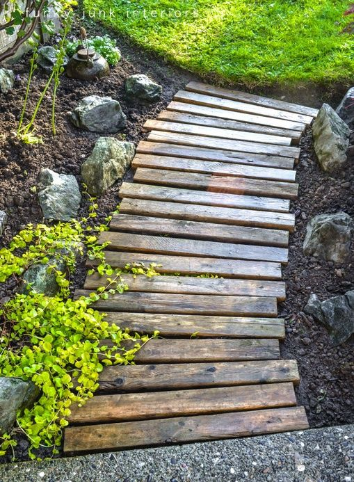 A deconstructed pallet provides the wood for this aesthetically pleasing garden walkway. Via mobilhomeliving.org