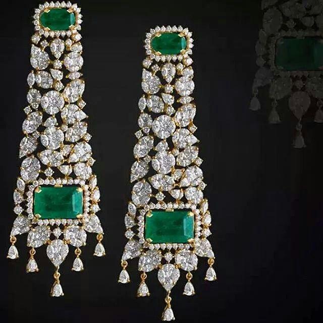 #emeraldsanddiamonds from the #adornologist #wantneeddesirecovet #diamondology #sparkaliciousfabulosity #jewelleryaddict #mrsortonsjewelporninstaglam #eargasm