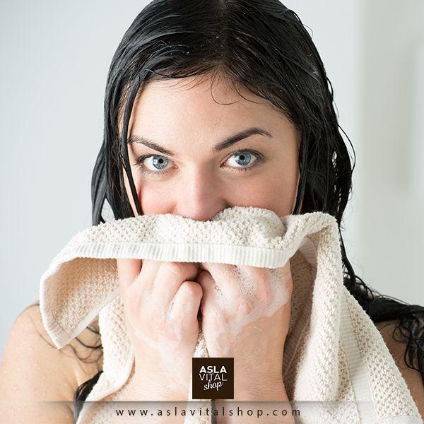 Banyodan sonra nemlendirici krem kullanmayı unutmayın!  Banyo esnasında vücudunuzdaki doğal yararlı yağları ve nemlendiricileri kaybettiğinizden banyodan sonra mutlaka nemlendirici krem kullanmalısınız. Ayrıca gece kremleri, gündüz kremlerine oranla daha aktif çalıştığından yatağa girmeden öncede nemlendirici krem kullanmayı ihmal etmemelisiniz.
