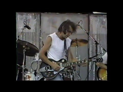 Neil Young - Powderfinger (MTV - Live Aid 7/13/1985) - YouTube