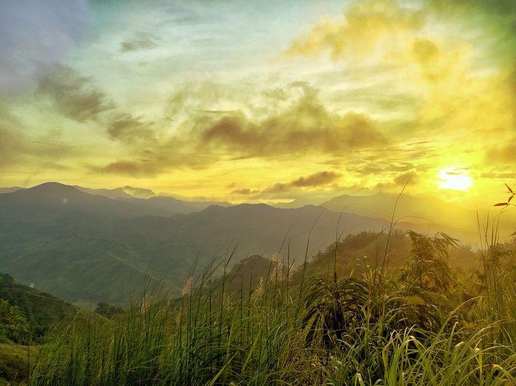 Catch the sunrise at Mt Maynoba #nature #mountain #mtmaynoba #hiking #explorephilippines #tripkada #solotravel #sunrise