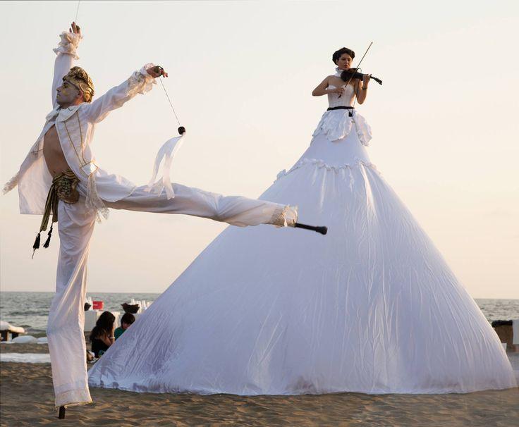 performance trampolieri artisti di strada matrimonio