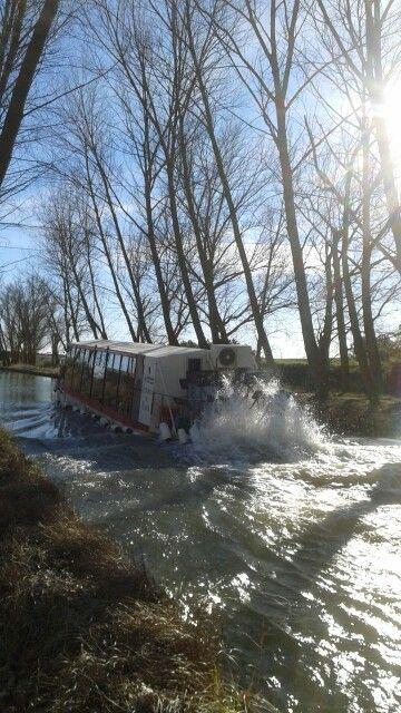 Barco en medina de rioseco. ...canal de castilla ....(valladolid) ESPAÑA