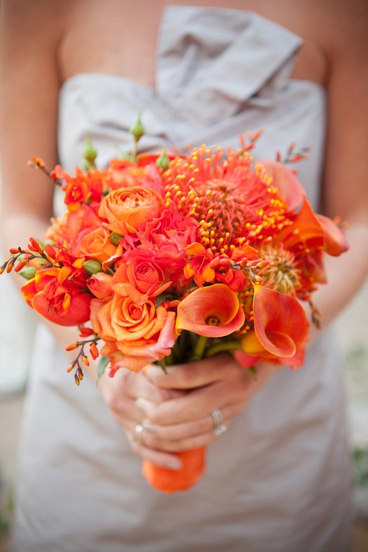 Monochromatic bouquet in oranges Fleurs de France www.fleursfrance.com Photo: Travis Hoehne Photography