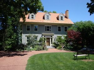 DOWNHOME BED AND BREAKFAST a Bed and Breakfast in Niagara-on-the-Lake.  Elegance wrapped in an air of tranquility in the heart of  Old Town