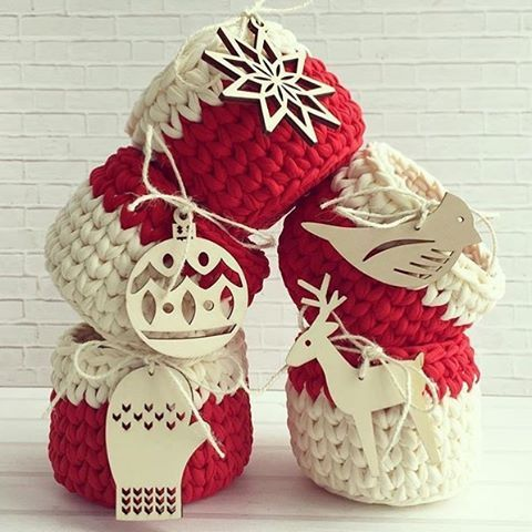 Vem natal ❤️ {inspiração} #handmade #feitoamao #detalhes #crochet #crochetlove #crochê #cestos #basket #ganchillo #trapillo #vemnatal #cristmas #decor #decoracaonatalina #bomdia #artesanal #manual #inspiration From @vyazayushka