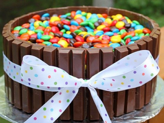 Kit Kat and m cake, awesome idea! Could make at Easter by using Pastel m candies and could do a handle wire handle with plastic eggs made to look like an Easter basket. http://media-cache3.pinterest.com/upload/118571402658851330_COTFsESn_f.jpg connien2011 recipes to try