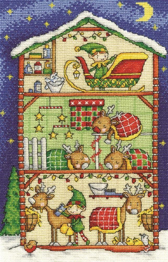 """""""Establo de Renos""""  Cross stitch kit.  DMC presenta este hermoso diseño para Navidad, el establo de los renos con un dormitorio acogedor y almacenamiento del trineo. El kit contiene aída blanca 14ct, hilo DMC de algodón, diagrama e instrucciones. Dimensiones aprox. 28 x 17,8 cm. #puntodecruz, #kitDMCnavidad, #crossstitchkit"""