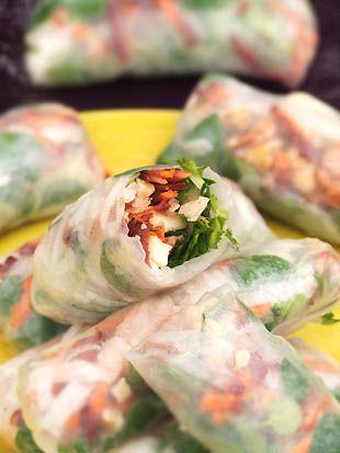 rouleaux d'hiver (mache, carottes, radis noir, pomme, crevettes)  autre version à tester : rouleaux au saumon fumé, à l'orange et à la feuille de blette fraîche...