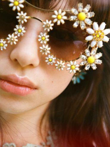 Et s'il suffisait de changer de lunettes de soleil pour insérer un brin de fantaisie dans sa vie ?