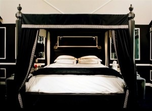 137 best images about black white bedrooms on pinterest black ceiling paint toile and damask bedroom - Black Room Decor