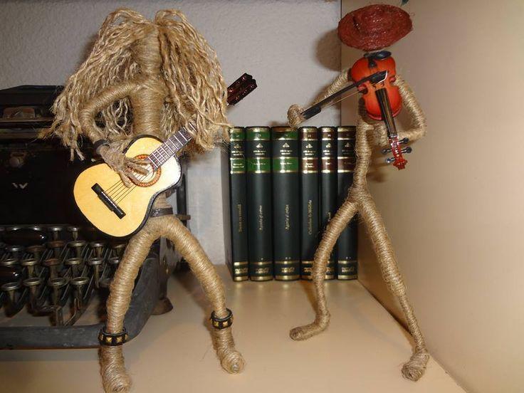 Cand te gandesti la sfoara te gandesti fie la un ghem sferic, fie la un fir intins intre doua puncte, fie la un nod. Dar sigur nu te gandesti la un violonist, nici la o pereche de dansatori sau la un rocker, nu? Viziteaza Sfoara Altfel la targul de toamna de la Hanul Manuc si pune-i la incercare  https://www.facebook.com/pages/Sfoara-Altfel/311529302328497