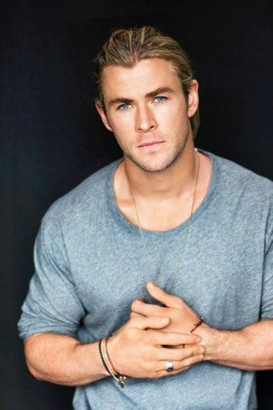 Chris Hemsworth. Can any woman resist? Not humanly possible!!