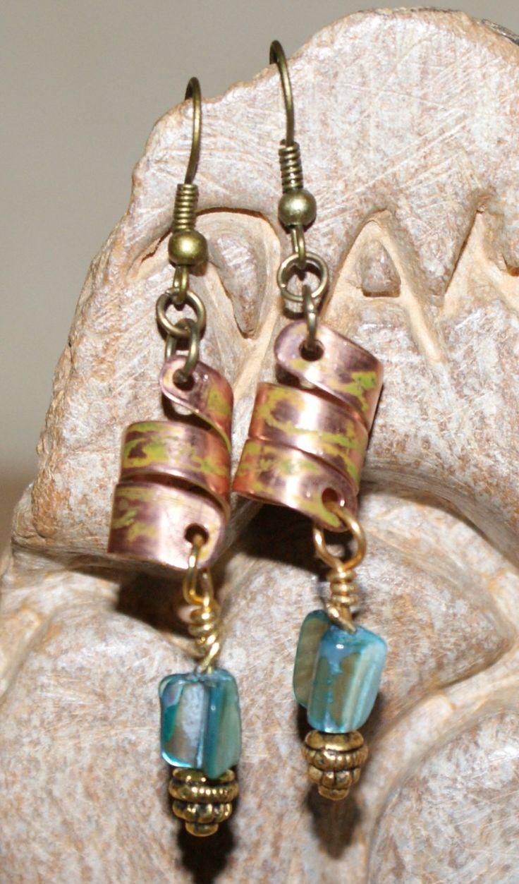 handgemachte Ohrrige mit Kupferspirale und Permutt, 27 Euro , jedes Stück ein Unikat von szenenwelt auf Etsy