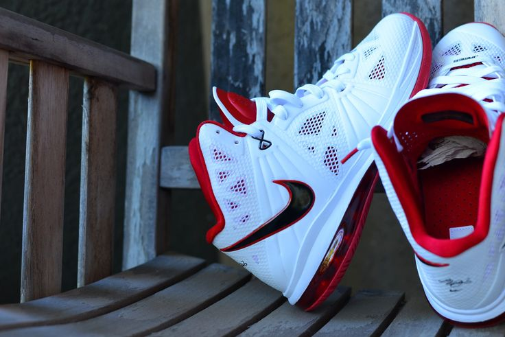 Nike Air Max Lebron VIII P.S. (White/Black/Red) Size Deadstock