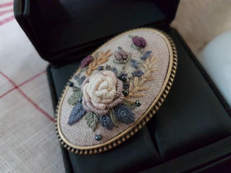 프랑스자수 레이스 장미 목걸이 목걸이.... '갑자기 왜 목걸이를 만들게 된걸까?' 음.........^^ 머리삔을 ...