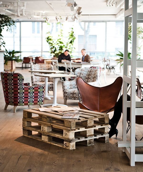 Pallet table at the Daniel Hotel in Vienna